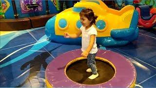 Ayşe Ebrar Oyun Parkında Eğleniyor. Ayşe Ebrar Plays at Indoor Playground. Eğlenceli Çocuk Videosu