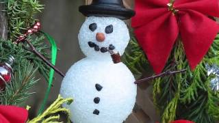 Miniature garden ideas for Christmas and Winter Holidays. Tons of creative ideas for handmade dollhouse Christmas miniatures for crafting, handmade minis, ...