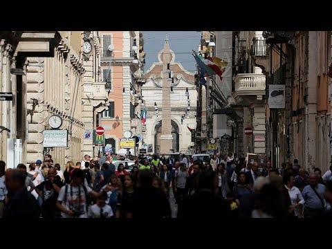 استطلاع: معاداة السامية في ازدياد عبر أوروبا وبعض اليهود يفكرون بالهجرة…