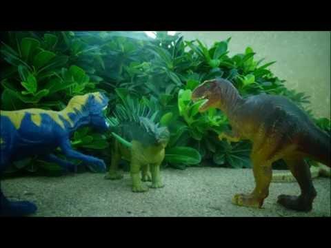Prehistoric Face-Off: Dacentrurus vs. Alectrosaurus!