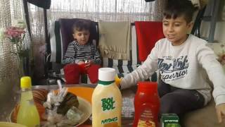 ilk videom kardeşimle iğrenç karışım yaptık eğlenceli çocuk videosu