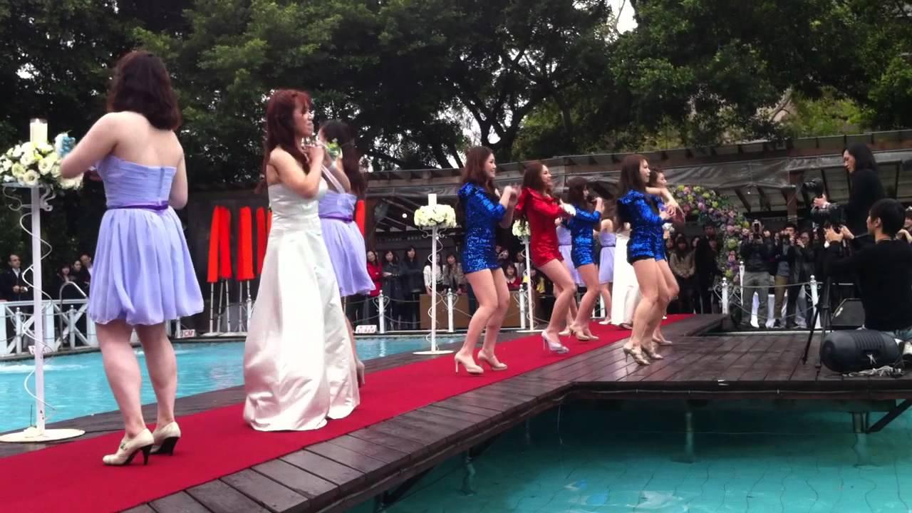 史上最強新娘伴娘舞蹈 - YouTube
