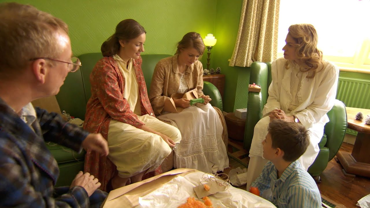 The Robshaws open their 1940's presents - Back in Time for Christmas: Episode 1 Preview - BBC T