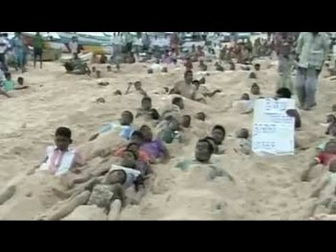 Kudankulam protests: 1000 villagers bury themselves neck-deep