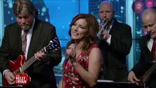 Martina McBride - Happy Holidays (Live on Kelly & Ryan) 24-12-18