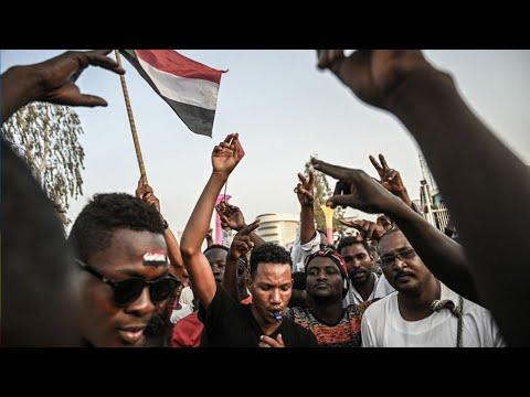 Les Soudanais restent mobilisés devant le QG de l'armée pour exiger un pouvoir civil