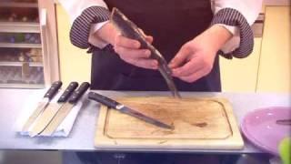 Кулинарный мастер-класс. Как разделывать рыбу(Илья Лазерсон наглядно показывает, как правильно чистить, потрошить и разделывать норвежскую сельдь!, 2009-06-15T14:12:53.000Z)