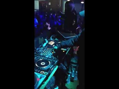DJ EZ / CASA DELLA MUSICA / NAPOLI / VANS X VICE / Wozzup !?
