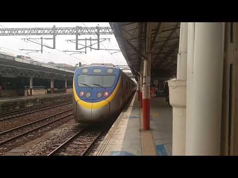 EMU835+EMU836微笑號區間車,跟3172B次迴送嘉機的EMU847+EMU848微笑號區間車,雙800微笑號區間車交會