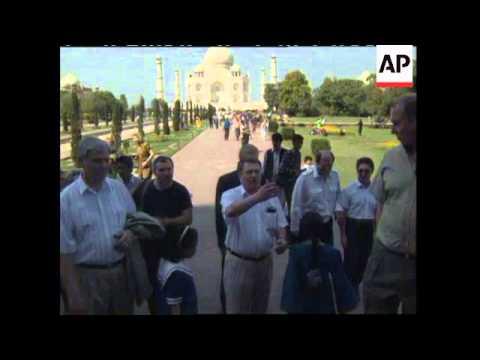 INDIA: RUSSIAN NATIONALIST LEADER VLADIMIR ZHIRINOVSKY VISIT