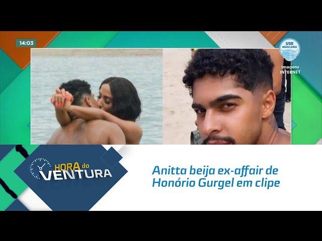 Anitta beija ex-affair de Honório Gurgel em clipe no Piscinão de Ramos