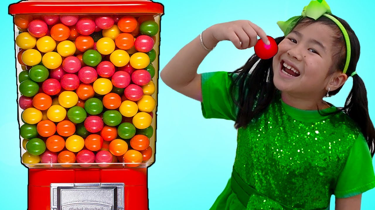 Jannie Plays with Colorful & Sweets Gumball Machine Kids Toy | Fun Children Video