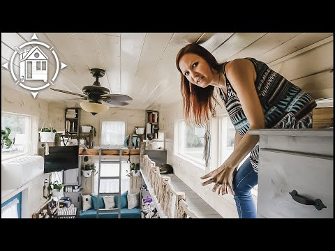 Hoarder Downsizes to TINY HOUSE with her Cats & Changes her Life