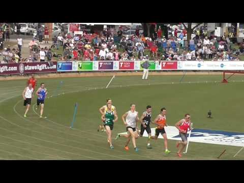 Stawell Gift 2017 - 800m Open Final, won by Daniel Reeves