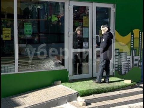 Приезжий вынес из хабаровского магазина одежды сейф с выручкой.