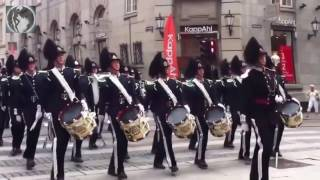 'Прощание славянки' в исполнении оркестра королевской гвардии Норвегии на улицах Осло