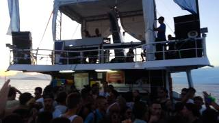 The Martinez Brothers  BOAT PARTY  plays Heartthrob - Never Wanted One