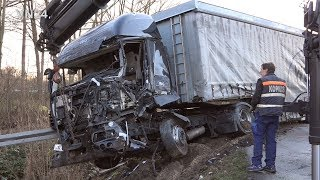 19.12.2019 - VN24 - Truck gets into oncoming traffic - fatal accident on B1 in Paderborn