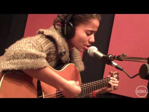 "Nneka ""Your Request"" Live at KDHX 2/12/10 (HD)"