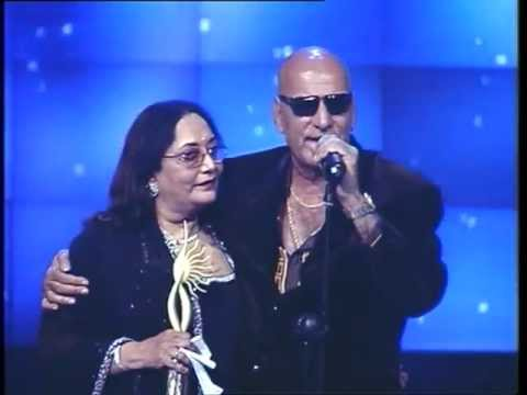Feroz Khan in high spirits at IIFA 2002.
