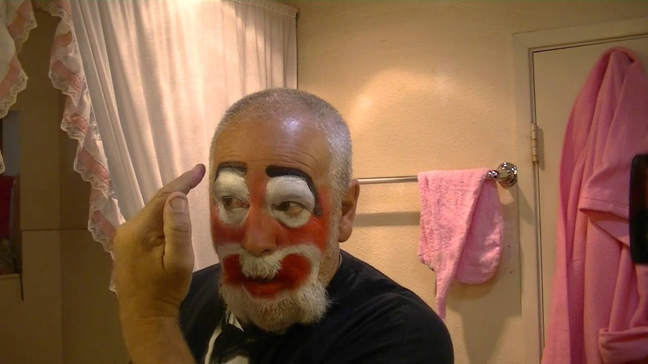 HOW TO PUT ON CLOWN MAKE UP - 33,676 views - YouTube