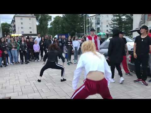 Девочки отлично танцуют