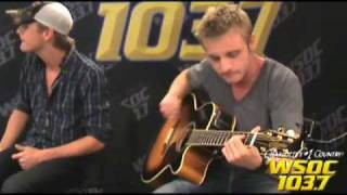 "103.7 WSOC: The Carter Twins Perform ""Heart Like Memphis"""
