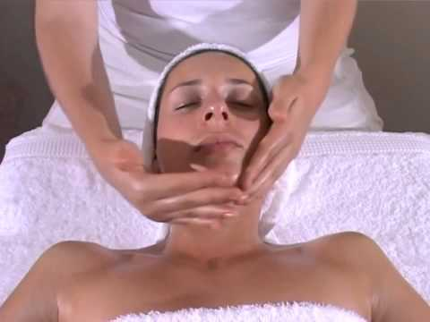 cách massage mặt cho phụ nữ