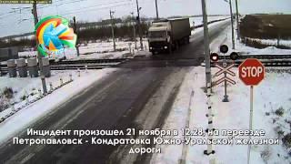 В Казахстане сразу два поезда сбили грузовик
