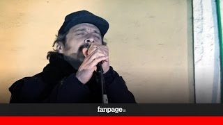 Claudio Santamaria e Luca Marinelli cantano