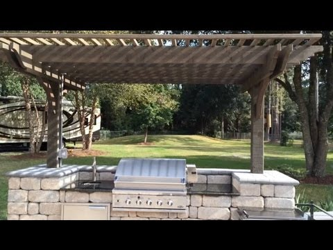 Pergola covered outdoor kitchen with stainless steel grill for Outdoor kitchen under pergola