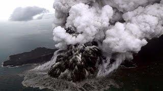 لحظة ثوران #بركان جزيرة كراكاتوا الاندونيسية - Krakatoa volcano in Indonesia