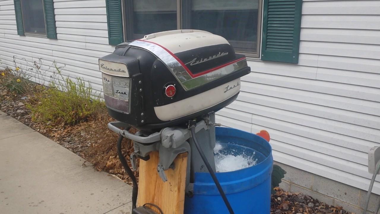 1957 evinrude lark 35hp empty carb cold start youtube rh youtube com 1958 Evinrude Lark 35 HP 1960 Evinrude 40 HP
