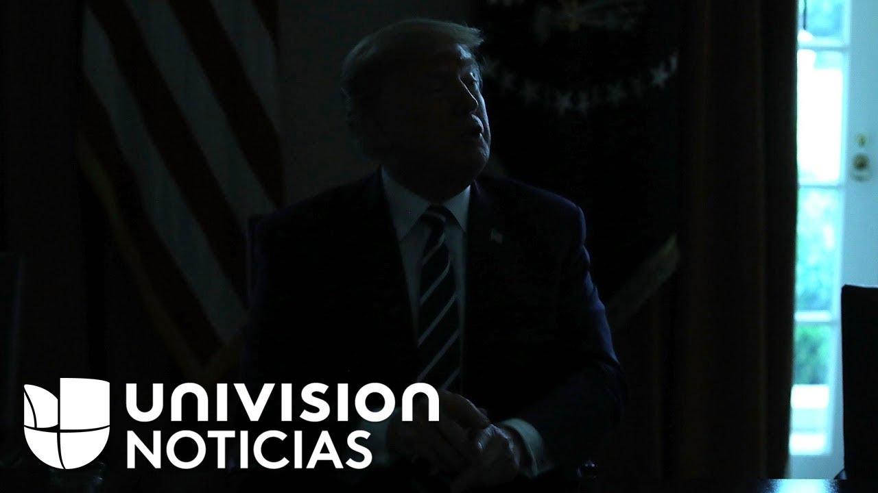 El incómodo momento en el que le apagan las luces a Trump en pleno encuentro con la prensa