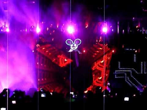 Deadmau5 - Talking Mau5head - Sometimes Things Get Whatever Live at Coachella 2010