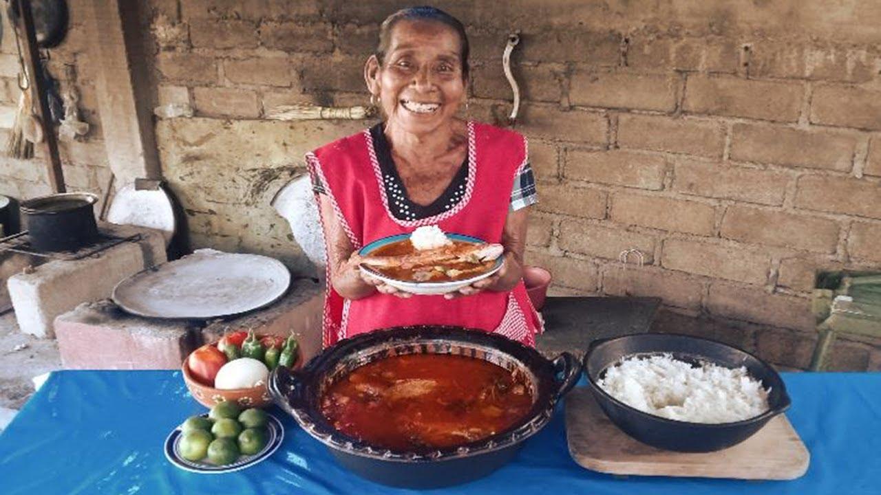 Cocinando Un Sabroso CALDO DE PESCADO DE HUACHINANGO | DOÑA LUPITA