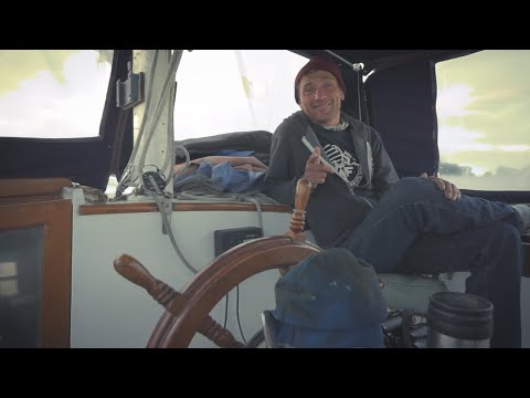 Sailboat tour! Man lives on a liveaboard for 6 years and shares his story.