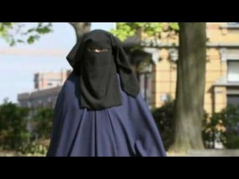 German Chancellor Angela Merkel calls for burqa ban