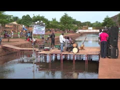 Bamako Samedi Photo du 28.06.2014 : Lassina Sangaré dit Ledjo : Fête au Diafarana
