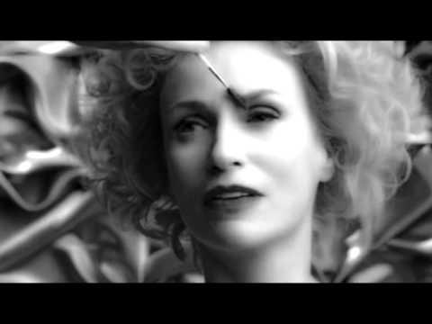 "Jane Lynch on Glee: ""Vogue"" by Madonna"