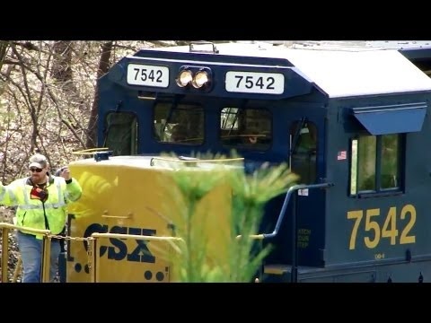 CSX Conductor Reacts To Engineer Blowing Horn!!! - YouTube