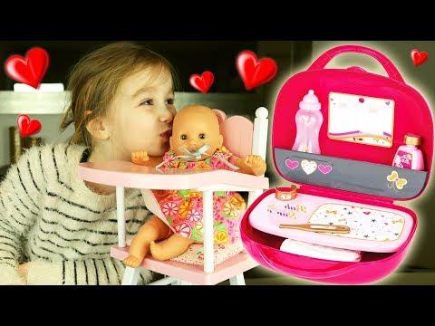 Un magnifique vanity rose SMOBY pour nourrir, changer et prendre soin de bébé Corolle ! Baby Nurse