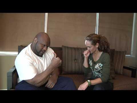 Karyn Bryant Breaks Bob Sapp's Thumb