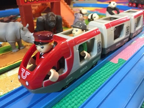 BRIO Railway 33505 - Travel Train travelling though Safari Park (02426)