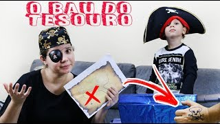Mãe e filho Brincando de Piratas do Caribe - O Baú do Tesouro