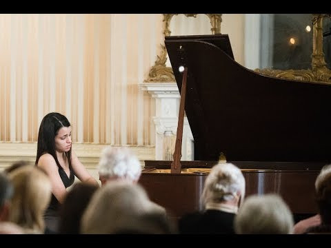 Willanny Darias performs Debussy's Reflets dans l'eau (Images, Book 1)