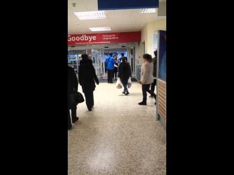 Women kicks off down Tesco. shop lifting