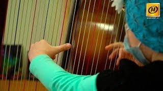 Маленькая девочка борется с серьёзным заболеванием и играет на арфе