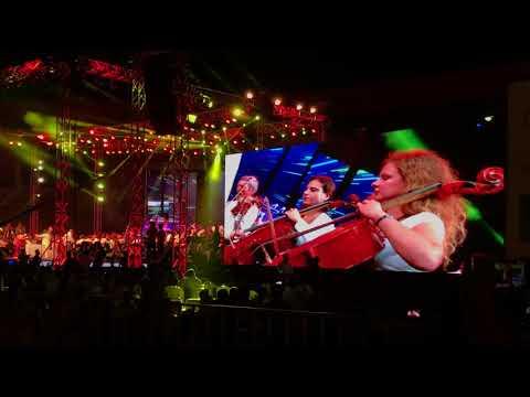 Ilayaraja explains his 3 note song(ragam rasa maya vedamai) in live concert at Hyderabad.