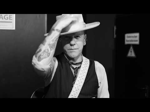 Kiefer Sutherland - This Is How It's Done (Official Video)